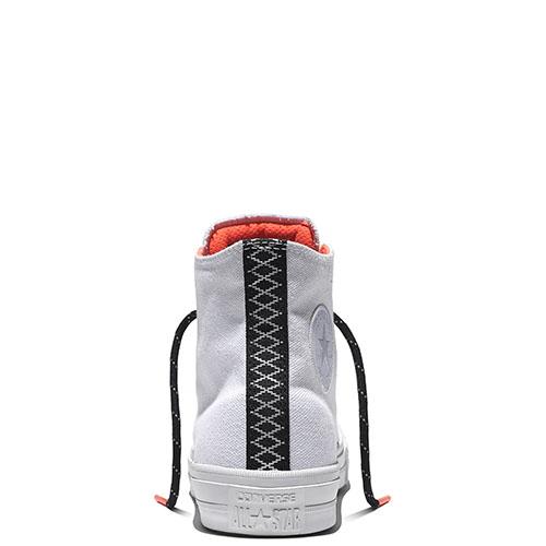 Мужские белые высокие кеды Converse с черной шнуровкой, фото