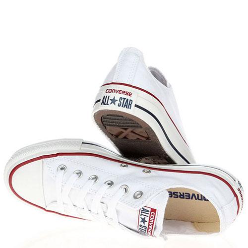 Мужские кеды Converse белого цвета с красной и синей полосами вдоль подошвы, фото