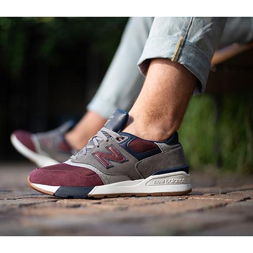 Серые кроссовки New Balance 597 с бордовыми вставками, фото