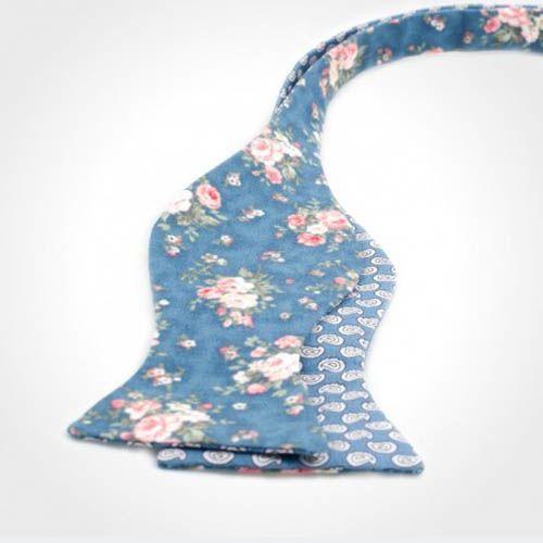 Галстук-бабочка Baboon двухсторонняя синего цвета с цветочным принтом