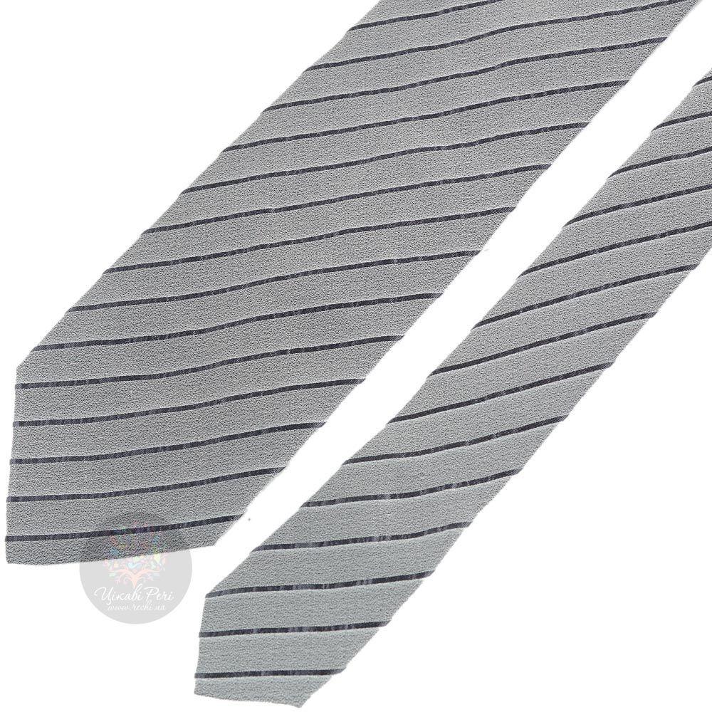 Галстук DKNY нежно-серого цвета в тонкую темную полоску