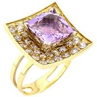 Золотое кольцо с аметистом в красном цвете металла, фото