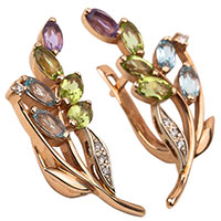 Золотые серьги с хризолитом и бриллиантом, фото