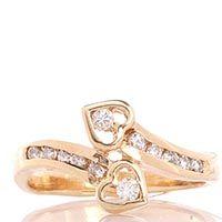 Кольцо с двумя сердечками из желтого золота с бриллиантами, фото