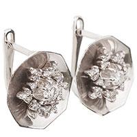 Серьги из белого золота с бриллиантами в форме цветка, фото