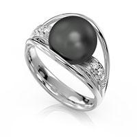 Кольцо из белого золота с бриллиантами и жемчугом, фото