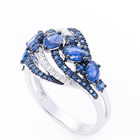Золотое кольцо Оникс с бриллиантами и сапфирами, фото