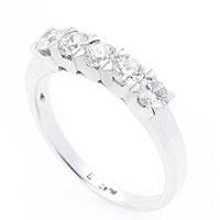 Женское кольцо из белого золота, фото