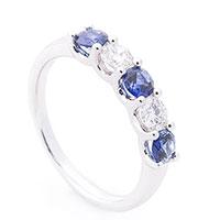 Женское кольцо из белого золота с камнями, фото