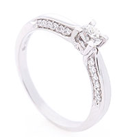 Кольцо из белого золота с белыми бриллиантами, фото