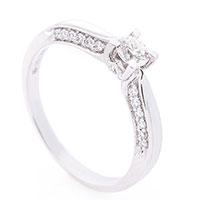 Кольцо из белого золота Оникс с белыми бриллиантами, фото