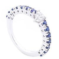 Тонкое кольцо с бриллиантом в форме сердца, фото