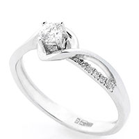 Золотое кольцо с бриллиантами, фото