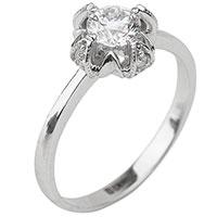 Золотое кольцо с бриллиантами и насечками, фото