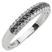 Золотое кольцо с дорожкой из белых и черных бриллиантов, фото