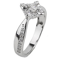 Золотое кольцо с бриллиантовой россыпью, фото