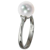 Тонкое кольцо Yamagiwa из белого золота с белым жемчугом и бриллиантами, фото