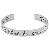 Незамкнутый широкий браслет Gucci Blind for love из серебра с романтичной гравировкой, фото