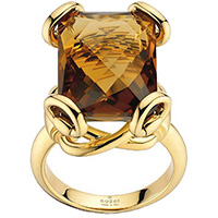 Коктейльное кольцо Gucci Horsebit из желтого золота с крупным коньячным кварцем, фото