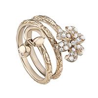 Золотое кольцо Gucci Flora в виде спирали с цветком и подвеской в форме черепа, фото
