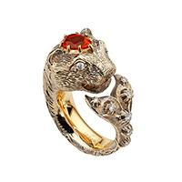 Золотое кольцо Gucci Le Marche des Merveilles в виде кошки с плавником и опалом, фото