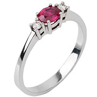 Золотое кольцо с рубином и бриллиантами, фото