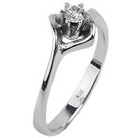 Золотое кольцо с бриллиантом, фото
