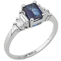 Золотое кольцо с камнями прямоугольной формы, фото