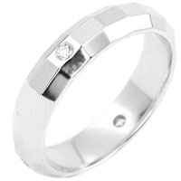 Кольцо с бриллиантами с симметричными гранями, фото