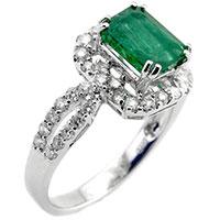Перстень из белого золота с бриллиантами и изумрудом, фото