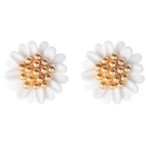 Серьги-пусеты в виде белых цветов, фото