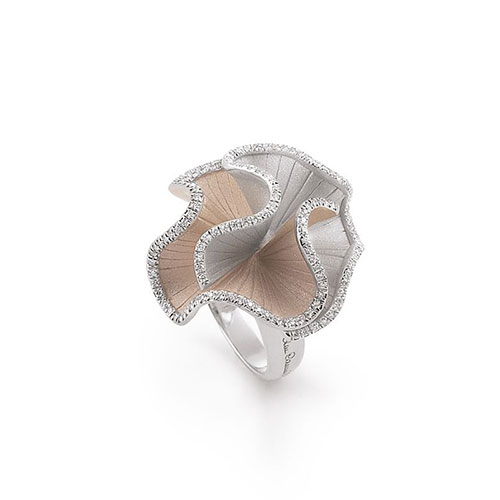 Кольцо из белого и желтого золота Annamaria Cammilli Sultana с белыми бриллиантами, фото
