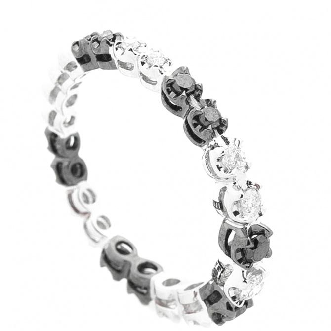 Кольцо Оникс с черно-белыми бриллиантами, фото