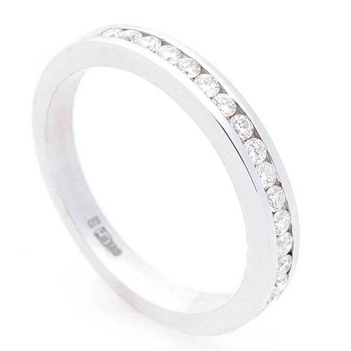 Женское кольцо Оникс из золота с белыми бриллиантами, фото