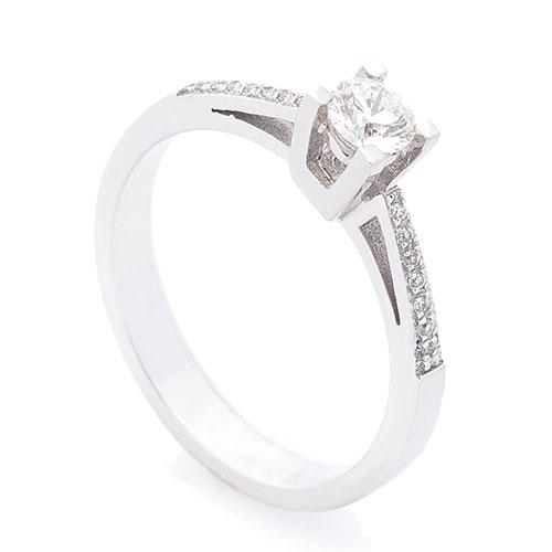 Женское золотое кольцо с бриллиантами, фото