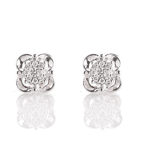Серьги в виде маленьких цветочков из белого золота с бриллиантами, фото