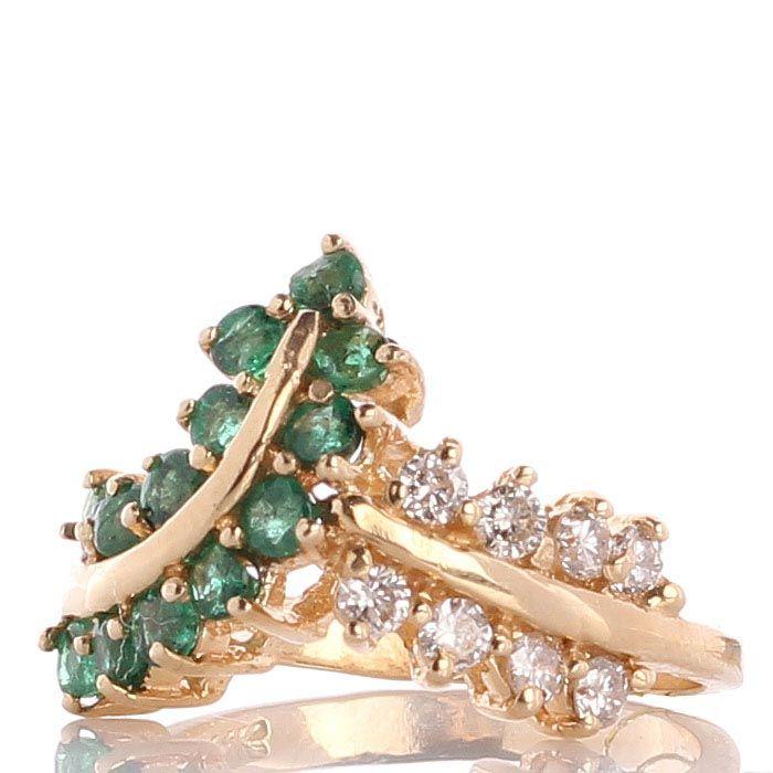 Кольцо из желтого золота инкрустированное изумрудами и бриллиантами