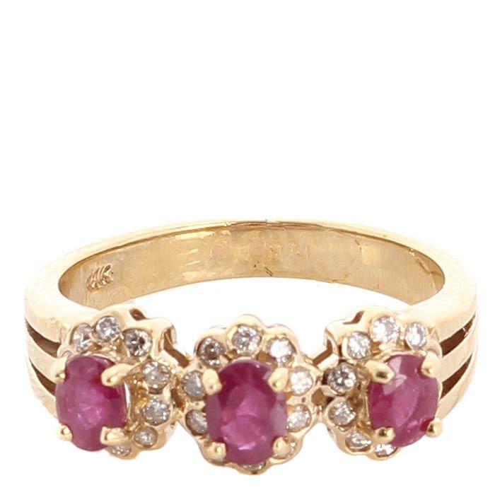 Колечко с тремя цветочками из рубинов и бриллиантов в желтом золоте