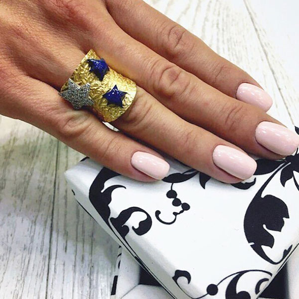 Позолоченное кольцо Misis Nefertiti с лазуритом
