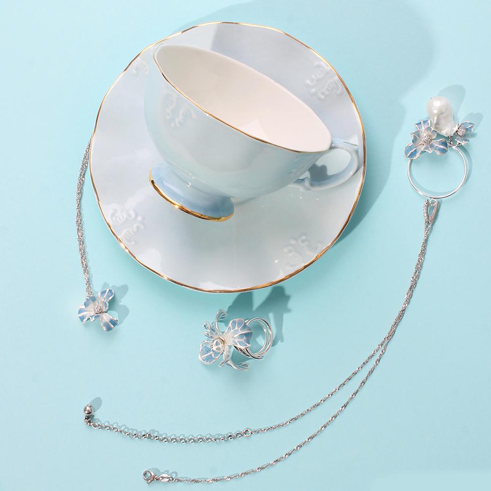 Подвеска Misis Gemina с цветком ириса и жемчугом барокко