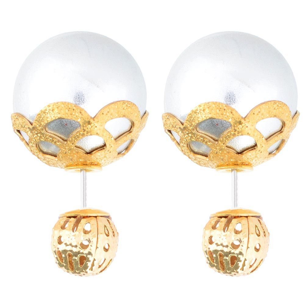 Асимметричные серьги-гвоздики с крупной серебристой бусиной в ажурном обрамлении