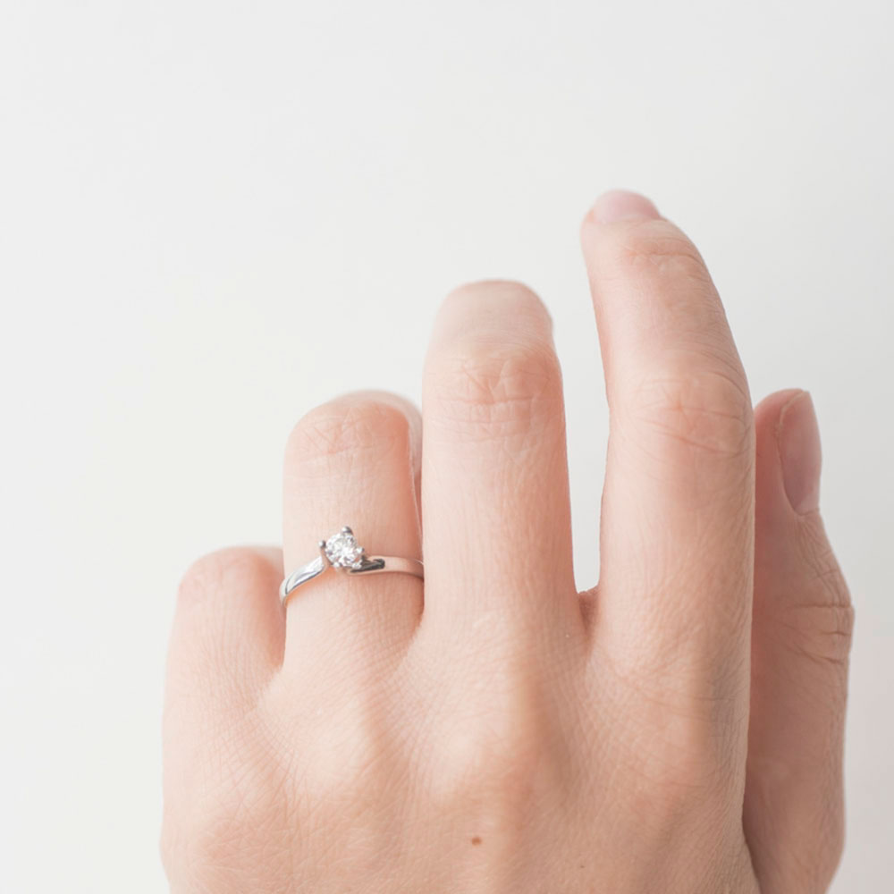 Кольцо с бриллиантом Оникс из белого золота