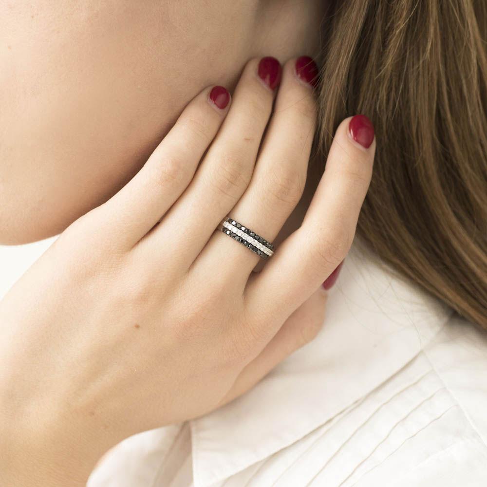 Широкое кольцо Оникс с черными и белыми бриллиантами