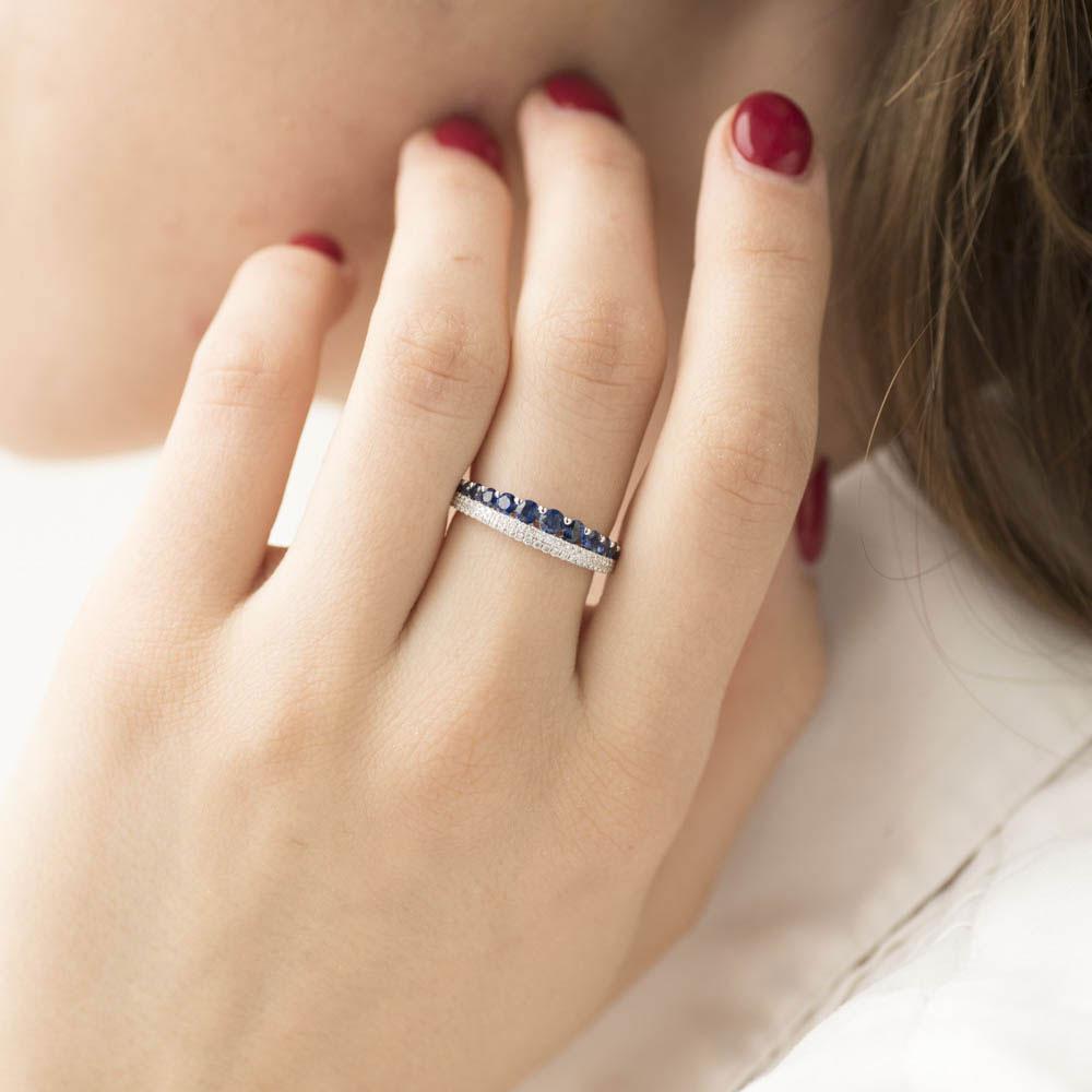 Кольцо из белого золота Оникс с сапфирами и бриллиантами