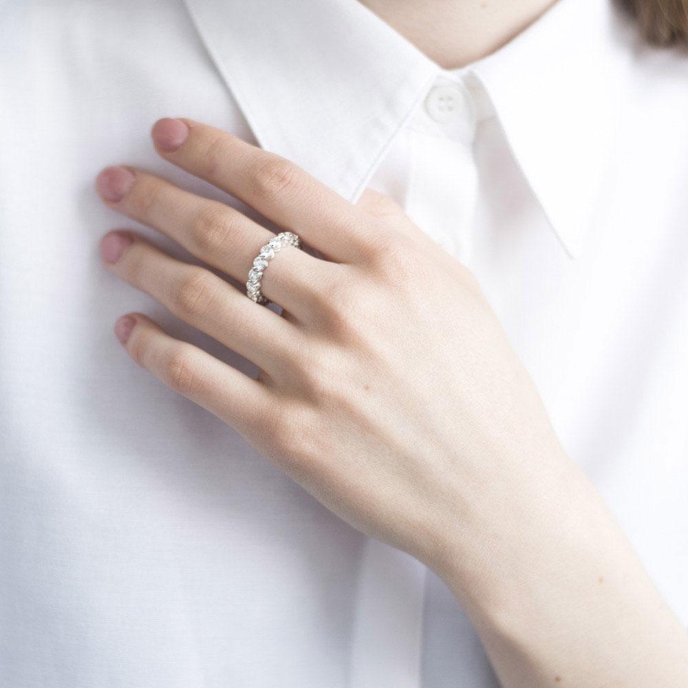 Золотое кольцо Оникс с бриллиантовой дорожкой