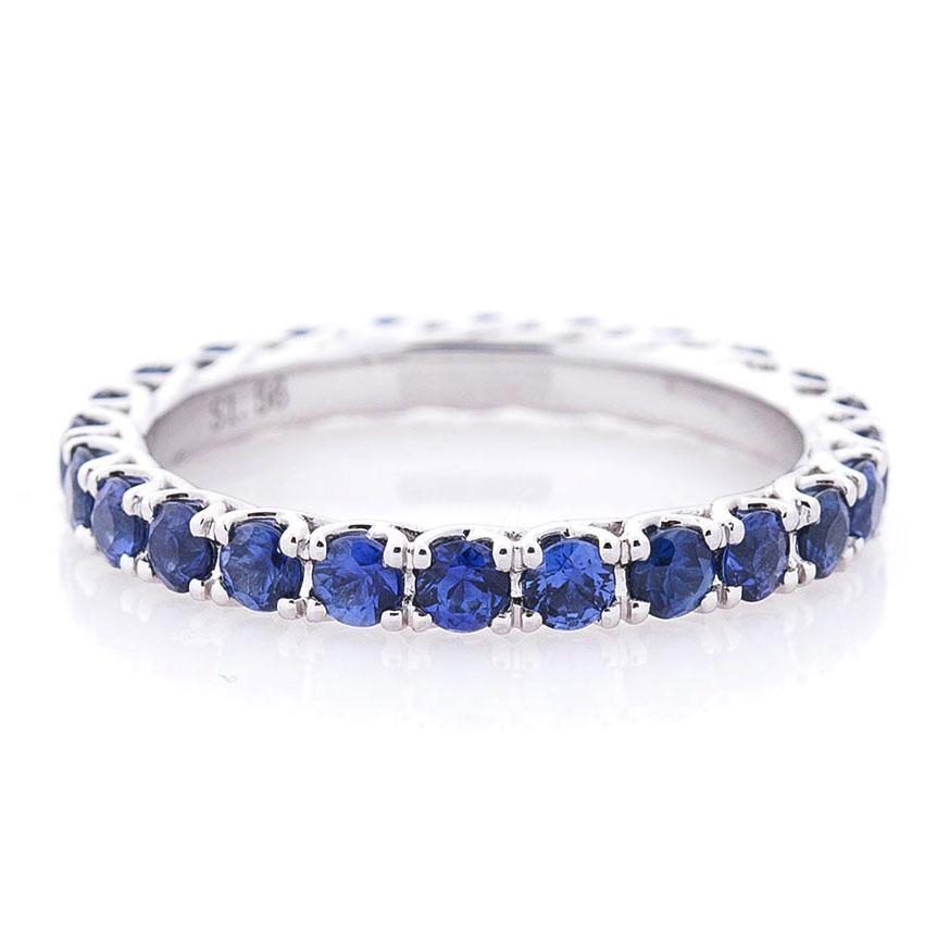 Золотое кольцо с дорожкой из сапфиров