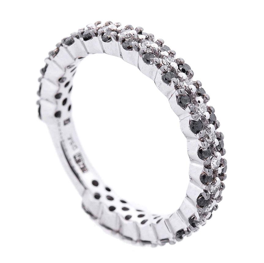 Кольцо Оникс с черными и белыми бриллиантами
