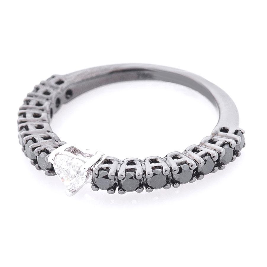 Кольцо из золота Оникс с белым бриллиантом по центру