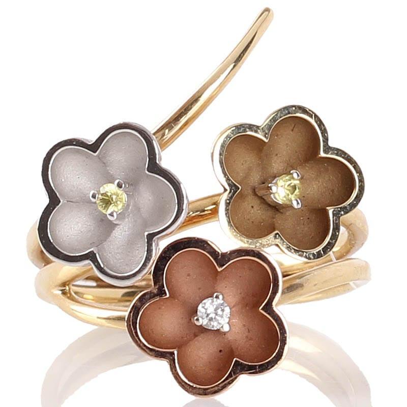 Золотое кольцо Roberto Bravo Kareena с пастельными цветами и бриллиантами