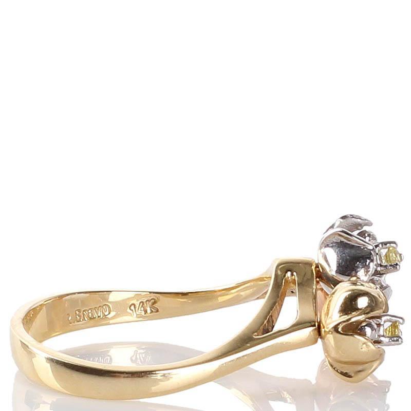 Золотое кольцо Roberto Bravo с тремя маленькими цветками пастельных тонов
